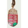Címeres meggyszínű nyaklánc bőrszíjjal (40x20 mm)