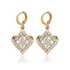 Arannyal bevont, virágos függő fülbevaló áttetsző CZ kristályokkal + AJÁNDÉK DÍSZDOBOZ (1373.)