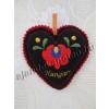 Tűpárna hímzett virág motívummal fekete szív 10 cm