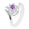 Ezüst színű gyűrű, aszimmetrikus szárak, lila-átlátszó cirkóniás virág
