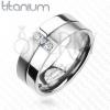 Titánium gyűrű - fényes és matt sáv, három cirkónia