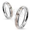 Minőségi acél gyűrű - bemart arany sáv kerek cirkóniával