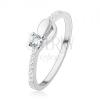 Gyűrű 925 ezüstből, keskeny szárak átlátszó cirkóniás díszítéssel, ovális és ív