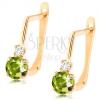 585 arany fülbevaló - ívelt pálca átlátszó és zöld cirkóniával