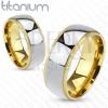 Ezüstös titániumgyűrű bordázott arany színű szegéllyel