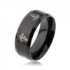 Acél gyűrű fekete színben, fényes, szabadkőműves szimbólumok, lemetszett szélek