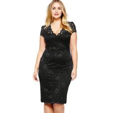 Fekete V nyakú csipkés ruha Plus size