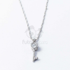 Ezüst bevonatos kulcs medálos nyaklánc fehér kővel jwr-1355