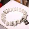 Fehér természetes opál karkötő, ezüst színű fémmel
