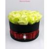Fekete közepes henger rózsa box sárga rózsákkal