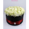 Fekete nagy henger rózsa box fehér rózsákkal