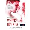 Jennifer L. Armentrout ARMENTROUT, JENNIFER L. - WHITE HOT KISS - PERZSELÕ CSÓK - FÛZÖTT