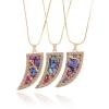 Ragyogj.hu Természetes kövekkel kirakott csodaszép medál - farkasfog alakú, borostyánszín kerettel